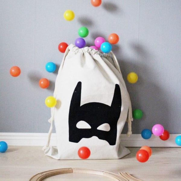 Playful laundry bag | Batman