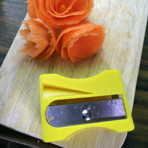 Taille-carottes Jaune 03