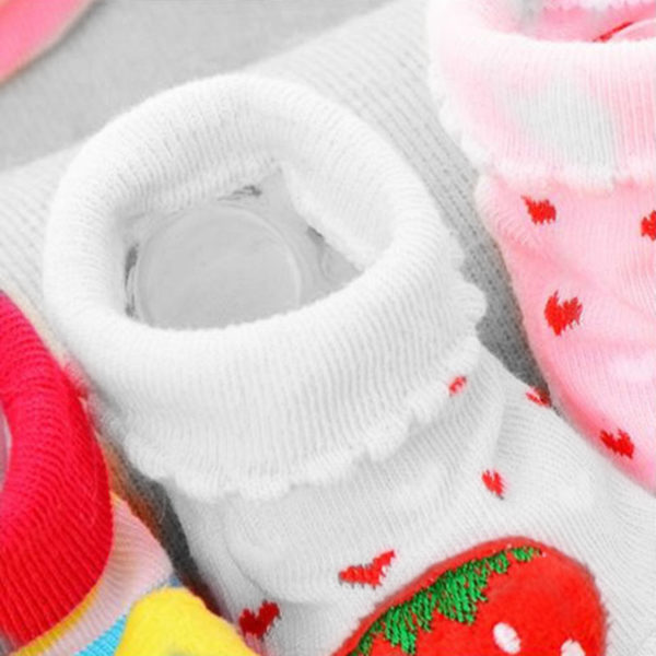 Adorable 3D pair of baby socks | Strawberry
