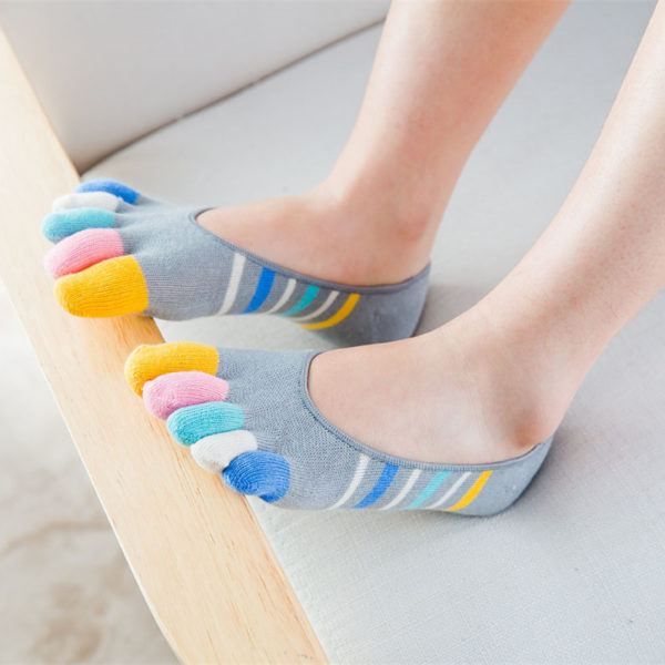 Pair of playful socks with toes | Grey